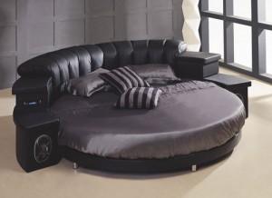 Круглая кожанная кровать