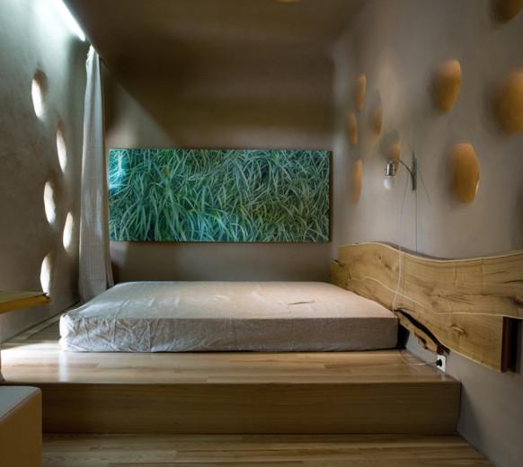 Красивая кровать подиум