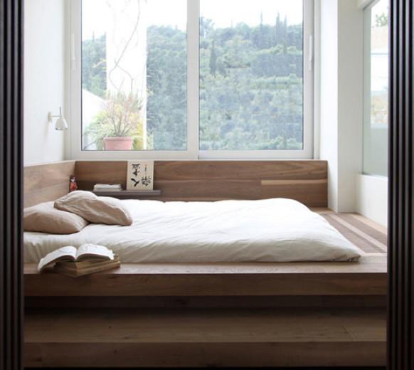 Кровать подиум у окна